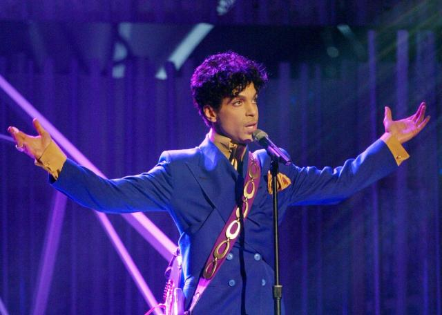 2948991-grammy-and-oscar-winning-recording-artist-prince-performs-crop-promo-xlarge2