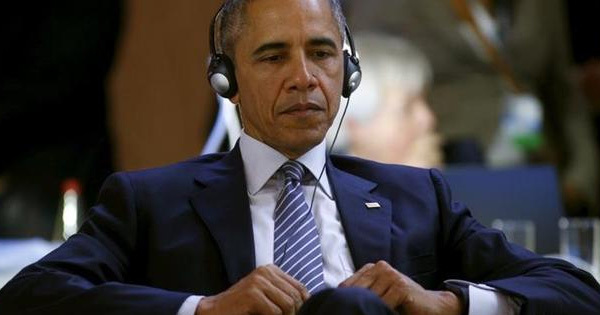 obama-under-headphones