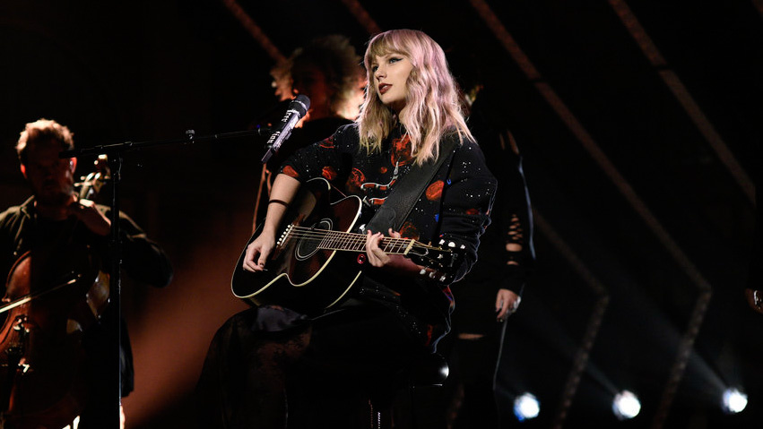 All The Surprise Acoustic Songs On Taylor Swift S Reputation Tour So Far And Suggested Songs She Should Play Fresh Pair Of Iis A Fresh Look On Music And Pop Culture